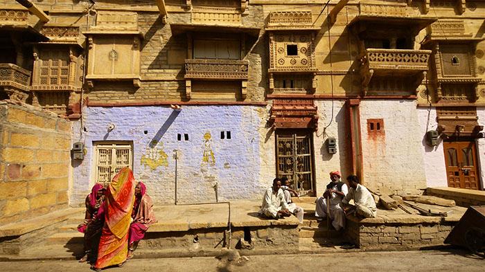 O.Yurdalan-Jaisalmer-06.02.2011-Zengin konakları havelilerin yanında daha alt gelir gruplarının konutları da ince bezemele