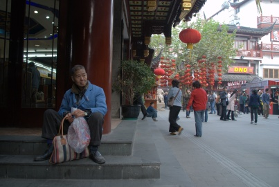 """Yuyuan Bahçeleri yakınında """"Old Town"""" çarşısı"""