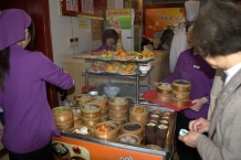 Çinlilerin gittiği bir lokanta, Dumpling (mantı), örgü sepetlerde buharda pişmiş yiyecekler