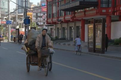 Modern binaların arasında sokakta böyle manzaralar görmek mümkün