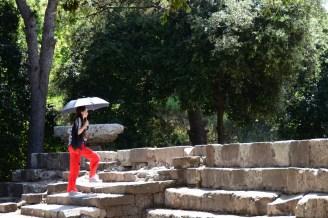 Akdeniz güneşi altında Pompei'yi gezerken şemsiye iyi bir fikir