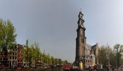 Hollanda'nın en büyük kenti ve işlevsel başkenti Amsterdam, aynı zamanda dünyanın önemli kültürel, ticari ve turistik merkezlerinden birisi.