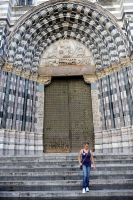 San Lorenzo Katedralinin devasa kapısı
