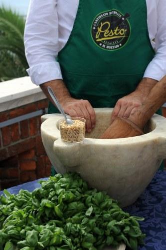Pesto sosun Cenova'nın mutfak kültüründe özel bir yeri var